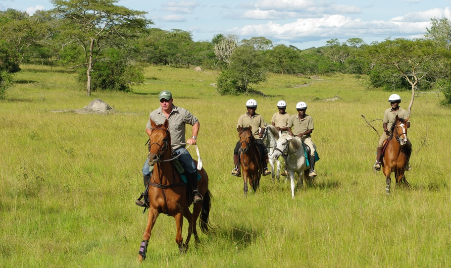 Horseback-riding-mburo
